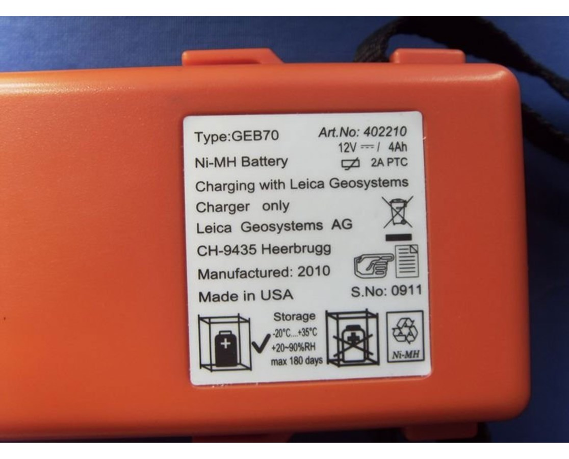 Small 12V 2Ah NiCd battery GEB70, rechargeable for the Leica DNA Digital Level LEI402210